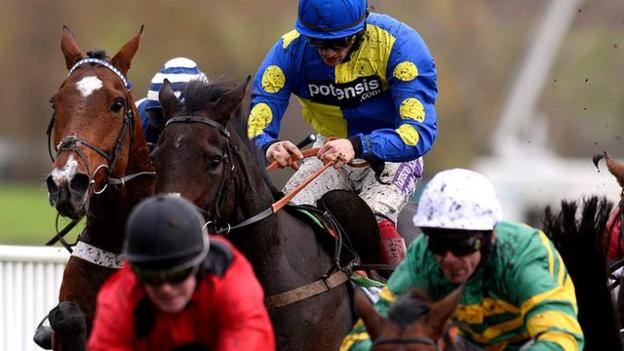 Caid du Berlais (Sam Twiston-Davies up) wins the Paddy Power in 2014